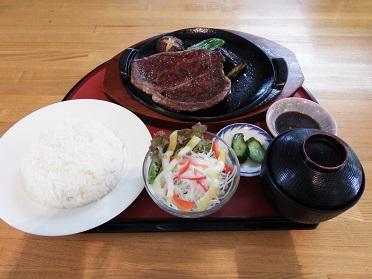 南郷産牛ステーキセット(ご飯、みそ汁、サラダ付き) A4ランク南郷産牛 肩ロース150g使用